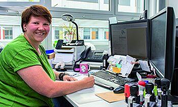 Susanne Joneck beschäftigt sich im Berufsleben Angestellte in der Finanzbuchhaltung des Klinikums Magdeburg mit Zahlen. In ihrem Privatleben engagiert sie sich bei der Freiwilligen Feuerwehr Hohenwarsleben.